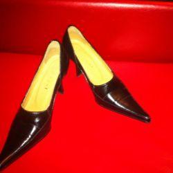 Κλασικά γυναικεία παπούτσια