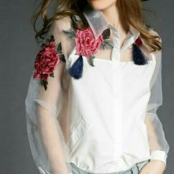 Blouse shirt with flowers black white