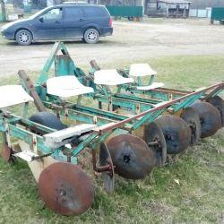 Remorcă pentru plantarea cartofilor