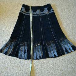 Η φούστα (42-44) είναι κομψή. Γυναικεία ρούχα, πράγματα