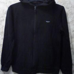 Men's hooded sweatshirt with a lockable lock.