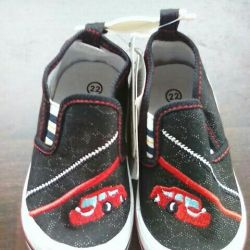 New. Low shoes children's size22