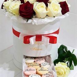 Kutuda güller. Bademli kurabiye hediye kutusu