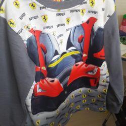 Bir çocuk üzerinde tişört.