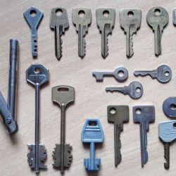 Τα κλειδιά της ΕΣΣΔ από τις θύρες των θυρών της θήκης των λουκέτων