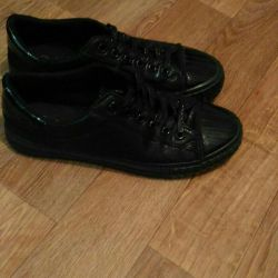 Gym shoes for women, size 37.