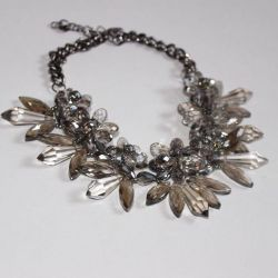 Chic necklace of stones