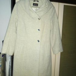 Women's coat: size: 42--44.