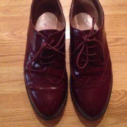 Pantofi de brevet de piele