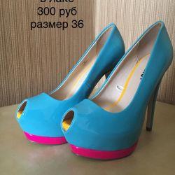 Νέα λακαρισμένα παπούτσια