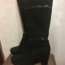 Winter boots made of suede