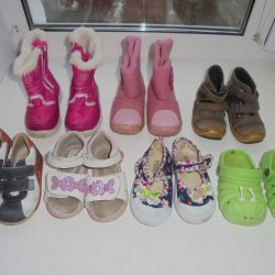 Many shoes to choose from 22 times 13.5 cm. Insole