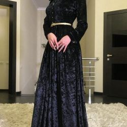 Νέο φόρεμα στο πάτωμα Velor.ot Showcase.