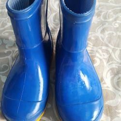 Çoraplı lastik çizmeler