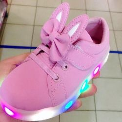 New children's sneaker with glowing sole🐰
