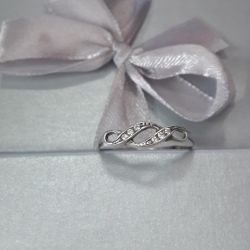 The ring is made of 925 silver. Weight 1.42