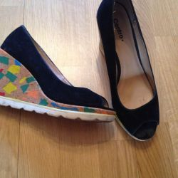 Women's shoes on a platform sole 38 r