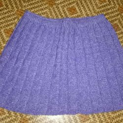 Knitted skirt for girls
