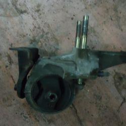 Engine bracket Nissan Maxima 3.0 automatic transmission 1997