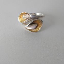 Δαχτυλίδι ασήμι 925 με επιχρύσωση.