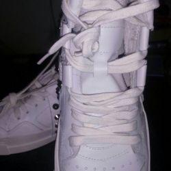 Ботинки новые ASH