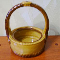 Coș din ceramică pentru depozitarea obiectelor mici.