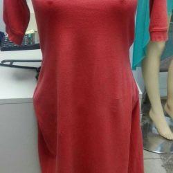 Φορέματα, μπλουζάκια, πουλόβερ, αντιανεμικά