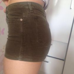 Shorts with a high waist