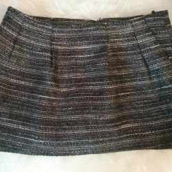The skirt is size 42.