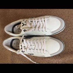 Pantofi marcați noi în cutie