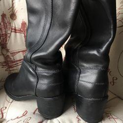 High boots p. 36