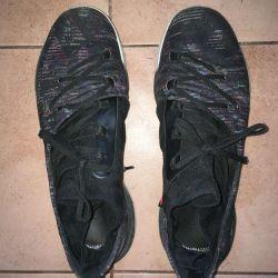 Χρησιμοποιείται με παπούτσια Armor