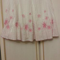 White skirt. Size 46