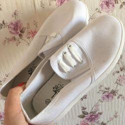 Footwear new