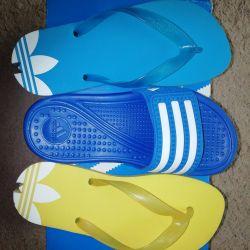 Сланці і шльопанці Adidas. Фірмове взуття