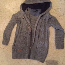 Sweatshirt for a boy with a zipper with a hood p. 134