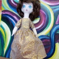 Doll în rochie de brocart