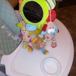 Jucărie pe masă