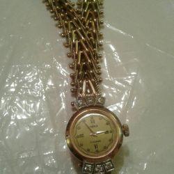 Ceas de aur cu diamante și brățări de aur