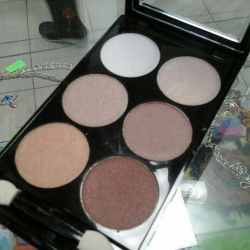 Concealer and blush