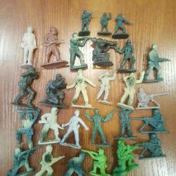 Küçük oyuncak askerler 24 adet