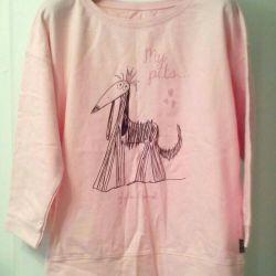 Sweatshirt, t-shirts.