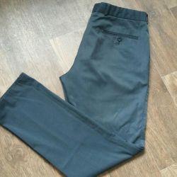 Pantalonii clasic pentru bărbați