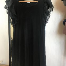 Μαύρο φόρεμα με δαντέλα της Πρωτοχρονιάς