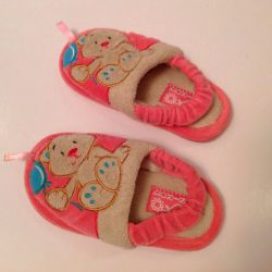 Domino slippers size 23