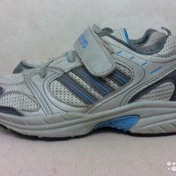 Кроссовки фирмы adidas 34 размера