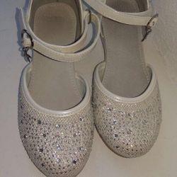 Kız için ayakkabı