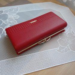 Красный кожаный кошелек. Женский