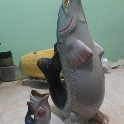 Bir bardak ile sürahi balık