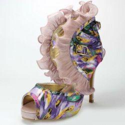 Sandalet ayakkabılar yeni, 39-39,5 boyutlarında, fırfırlar!
